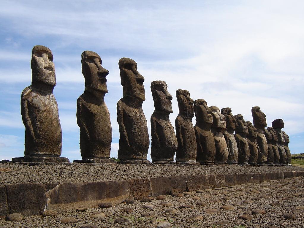 Posągi moai z Wyspy Wielkanocnej